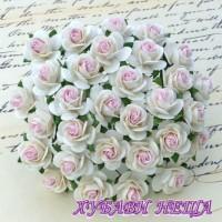 Цветя от Мълбери хартия Рози 25мм Бял с Бебешко розово в центъра- 5бр