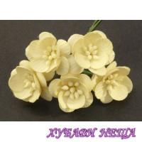Цветя от Мълбери хартия- Черешов цвят 25мм Крем 5 бр